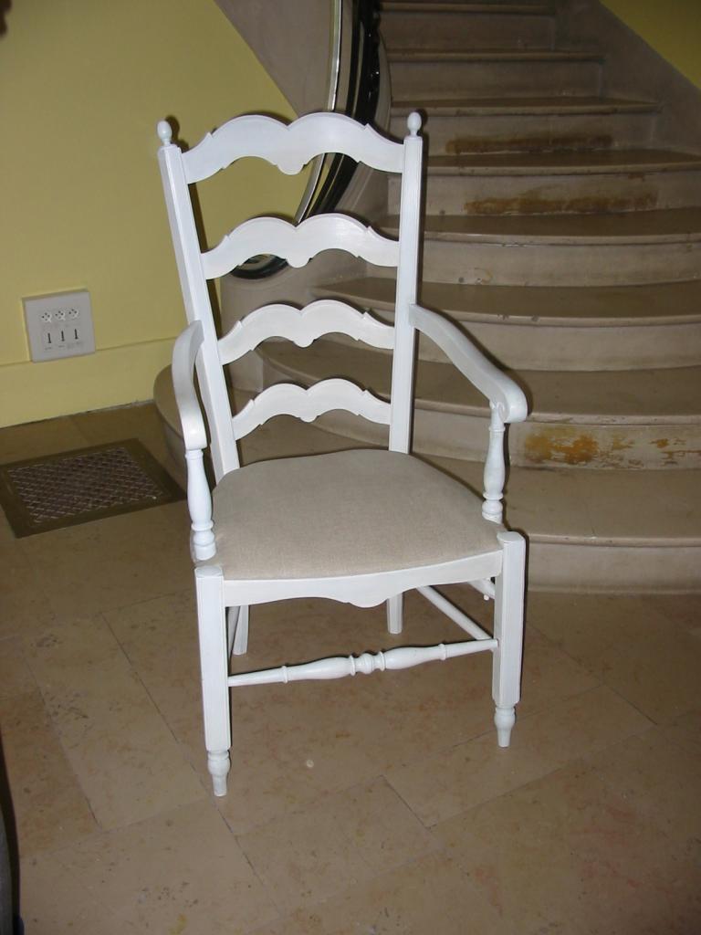 transformation du cannage en assise avec tissu. Black Bedroom Furniture Sets. Home Design Ideas
