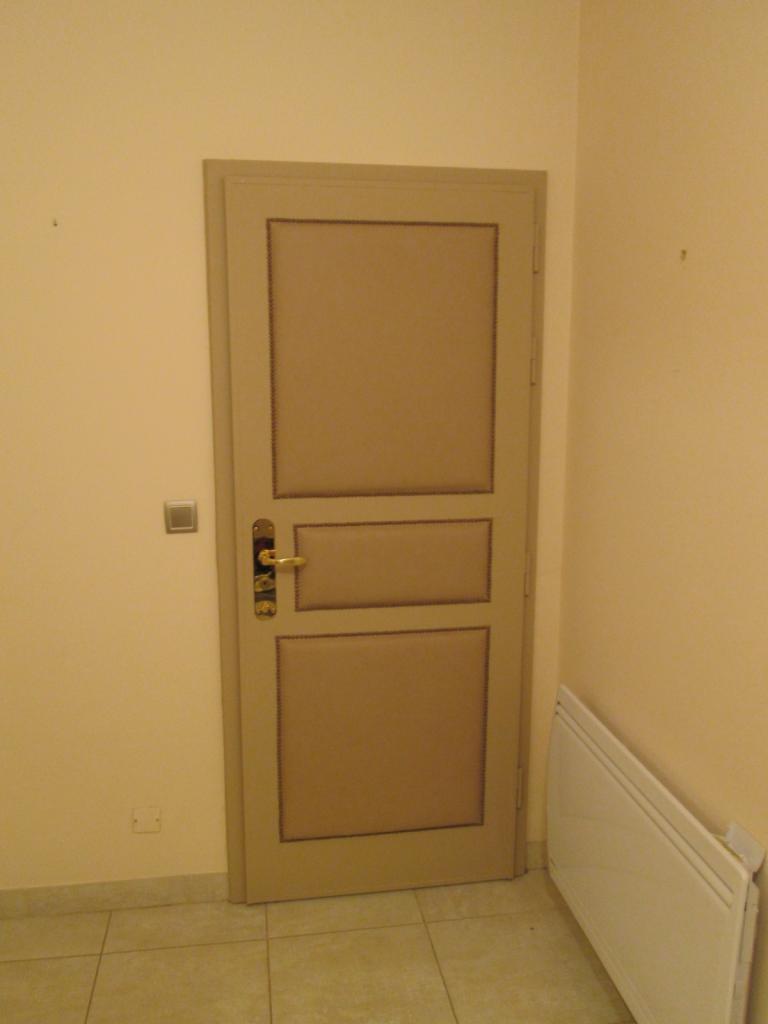 r alisation d 39 une porte capitonn e. Black Bedroom Furniture Sets. Home Design Ideas
